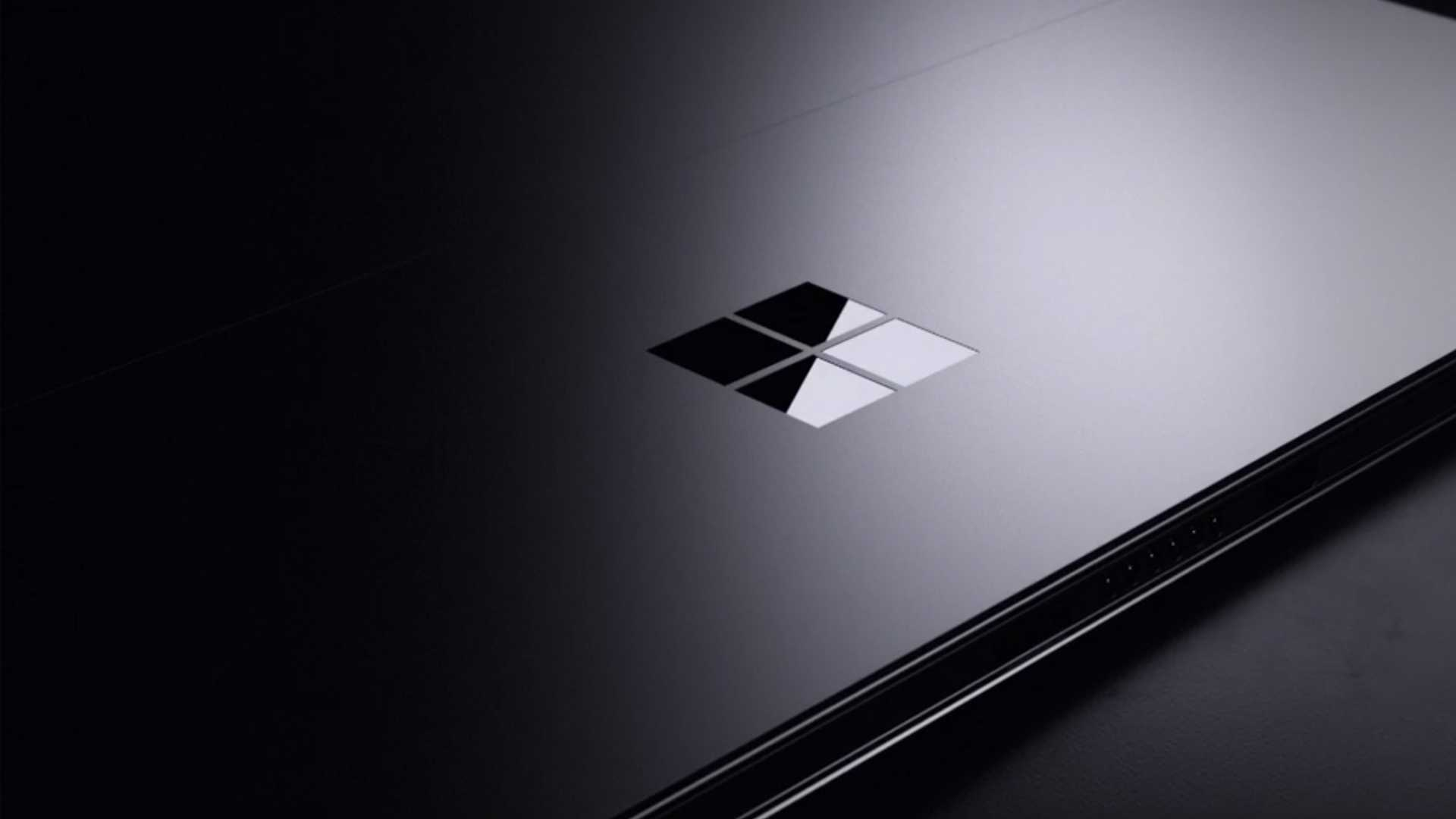 Enfin, il y aurait Surface Pro 8 avec Intel i3