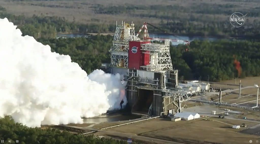 Vue de dessus du test de la fusée SLS juste avant la panne.  Image: NASA