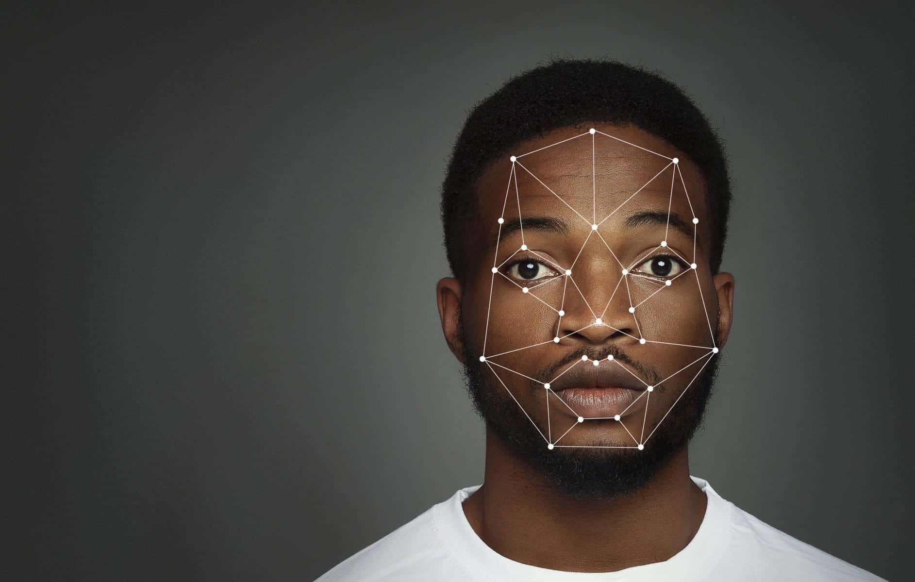 Des études montrent que la reconnaissance faciale est jusqu'à 10 fois plus sujette aux faux positifs sur les photos en noir que sur les photos blanches