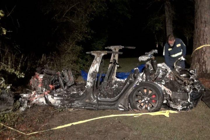 L'étrange accident avec la Tesla Model S!  Que dit Elon Musk?