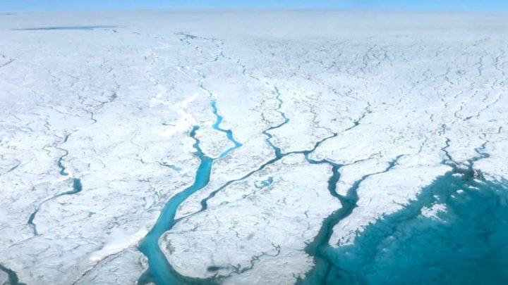 Image des changements climatiques qui provoquent la fonte et la perte des calottes glaciaires polaires