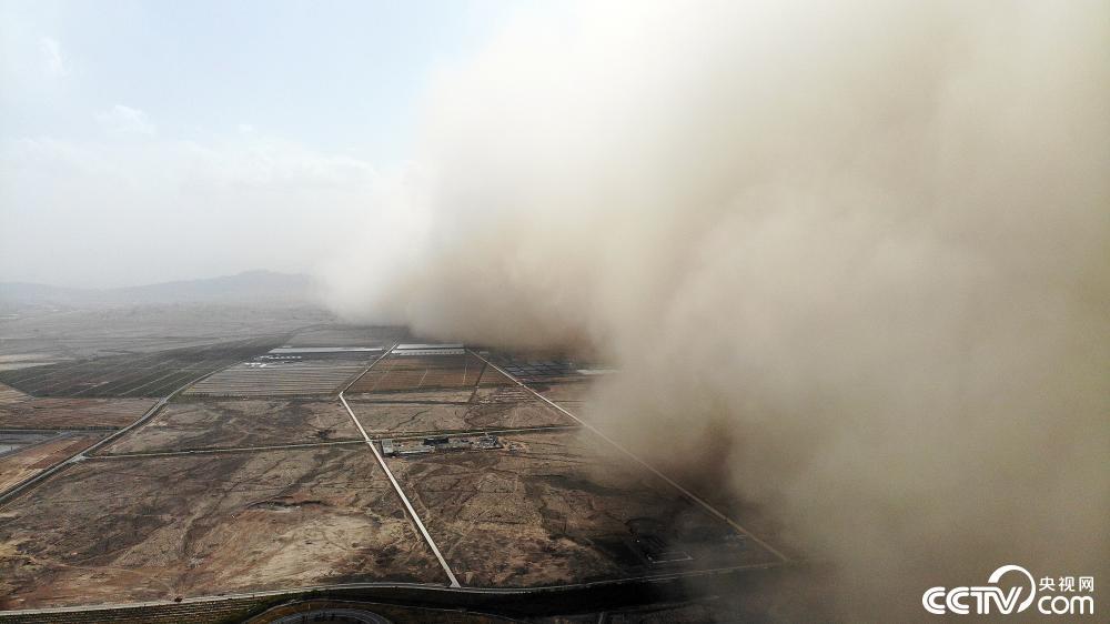 1619569628 282 Sandstorm couvre une ville en Chine regarder la video