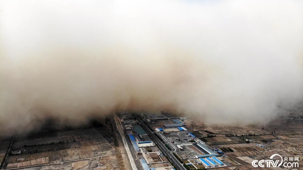 1619569628 604 Sandstorm couvre une ville en Chine regarder la video