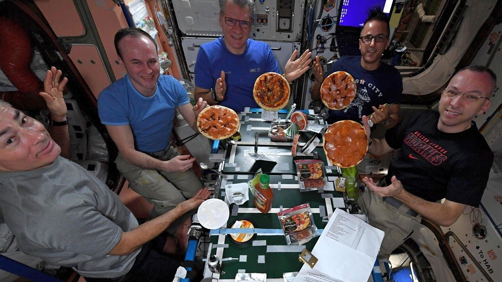 Est-ce là qu'ils ont commandé une pizza? Les astronautes de l'ISS ont certains «avantages» grâce à leur proximité avec la Terre. En novembre 2017, un navire russe a apporté, entre autres produits d'épicerie, des pizzas - Photo: Paolo Nespoli / ESA