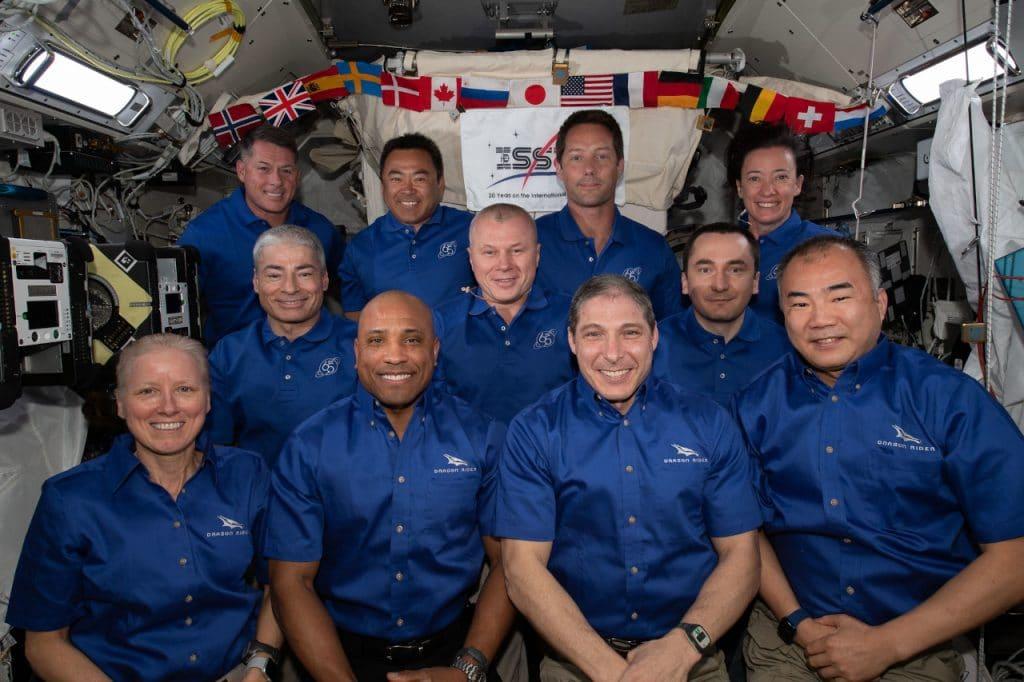Crew 1 la NASA et SpaceX reportent a nouveau le retour