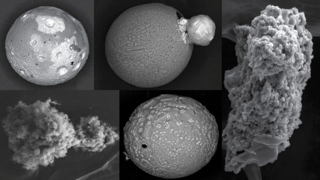 Quelques-unes des micrométéorites trouvées par Jean Duprat et son équipe