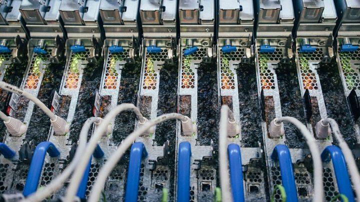 Microsoft teste le refroidissement liquide submerge pour les centres de