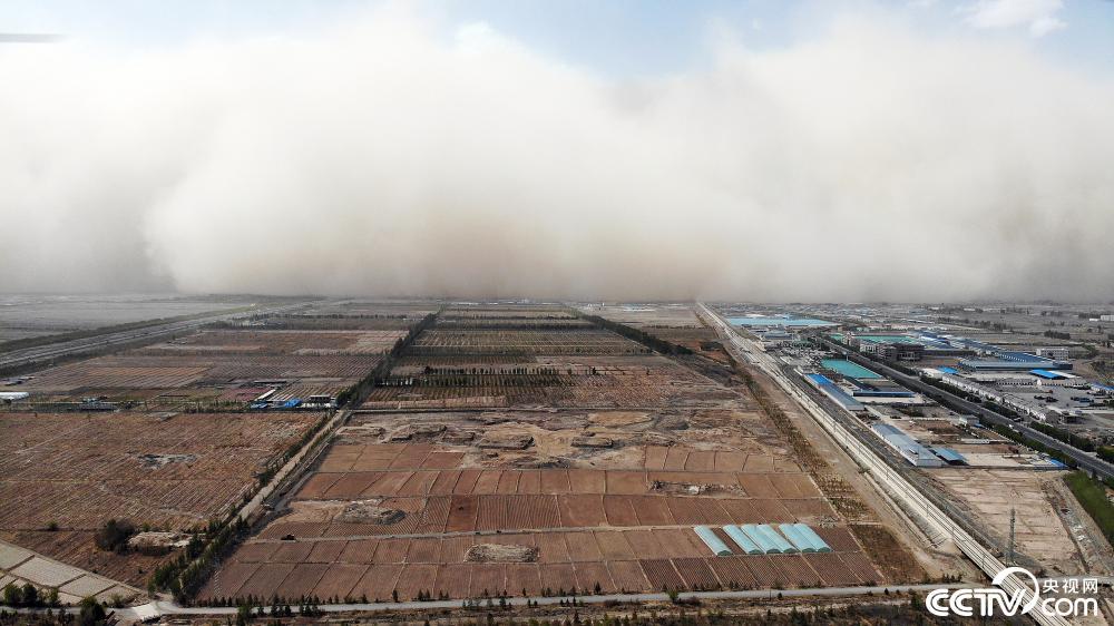 Sandstorm couvre une ville en Chine regarder la video