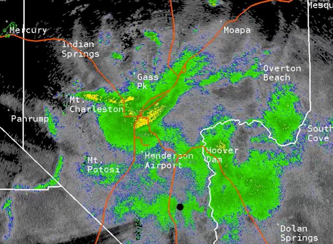 Une image du National Weather Service montre le nuage avec plus de 45 millions de criquets à Las Vegas dans la nuit du 27 juillet 2019. Crédits: NWS Las Vegas