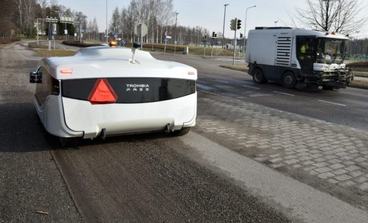 Trombia Free: the autonomous robot that cleans the streets