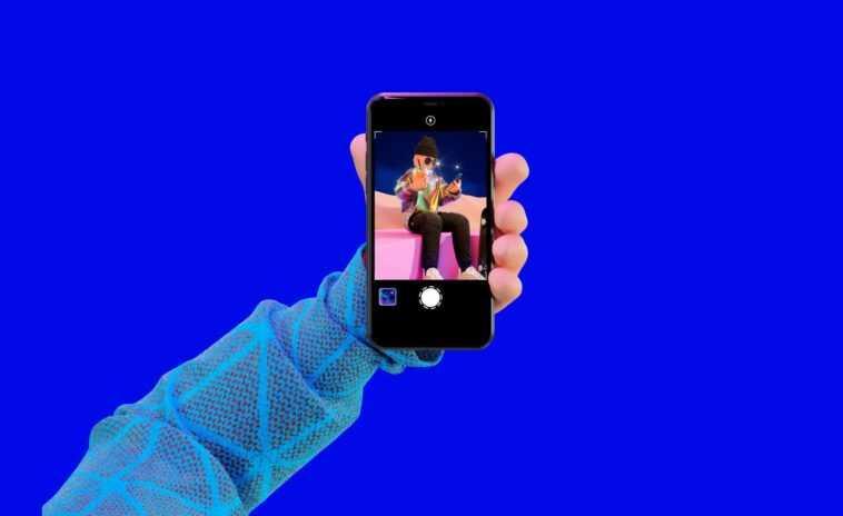 Poparazzi is a unique photo sharing app that bans selfies