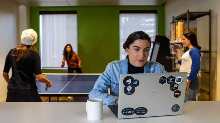 Wie Microsoft den hybriden Arbeitsalltag revolutioniert