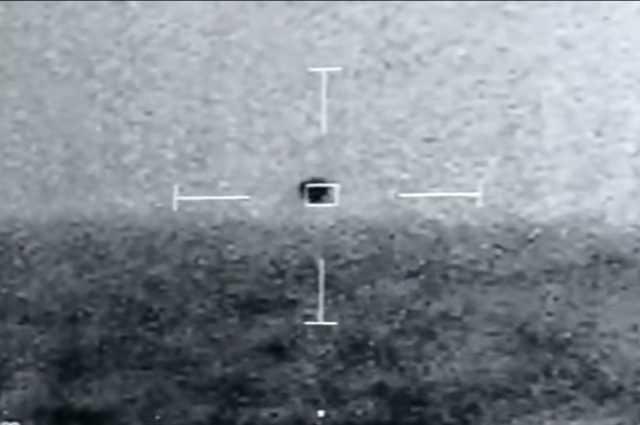 OVNI en forme de sphère vole à 250 km / h et plonge: les images de l'US Navy