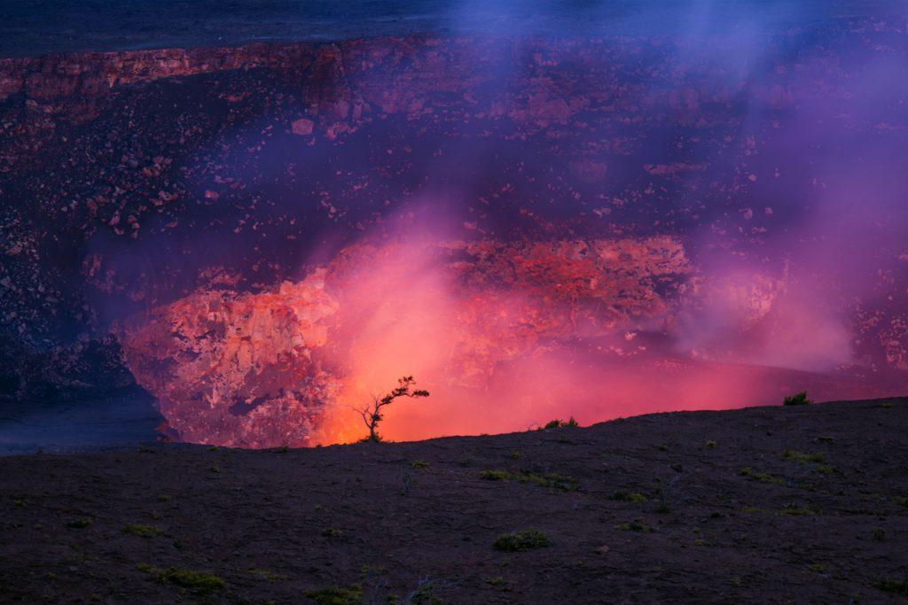 L'image montre la caldeira du Mauna Loa, un volcan à Hawaï: les scientifiques ont attiré l'attention sur la possibilité d'une éruption de ce volcan qui est le plus grand du monde