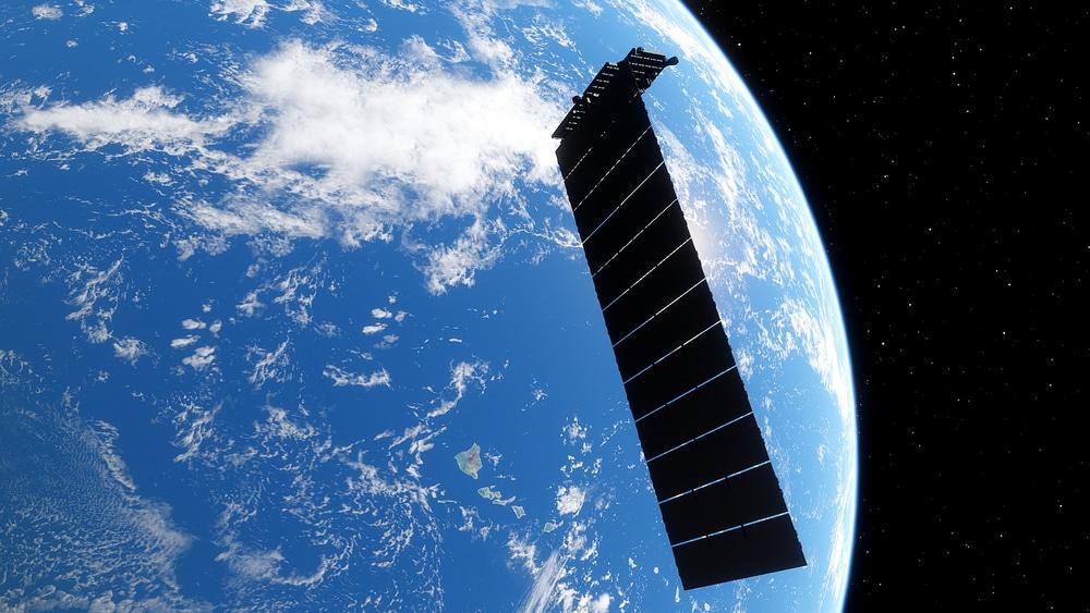 L'image montre un satellite SpaceX qui a reçu des terminaux laser pour Starlink