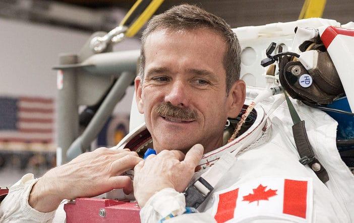 Un ancien astronaute precise que les ovnis nont rien a