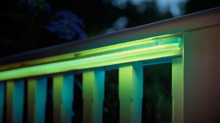 Les bandes lumineuses extérieures produisent des couleurs agréables et chaudes sur demande.  (Photo: Signifier)