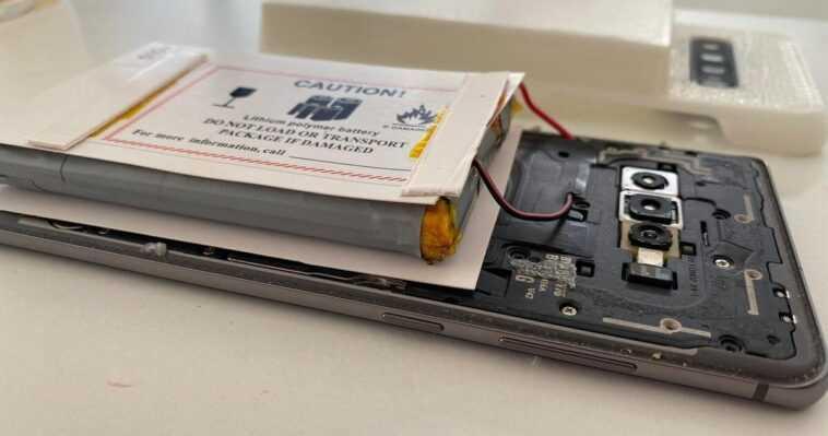 Cet utilisateur a créé un téléphone mobile avec une batterie de 14 000 mAh