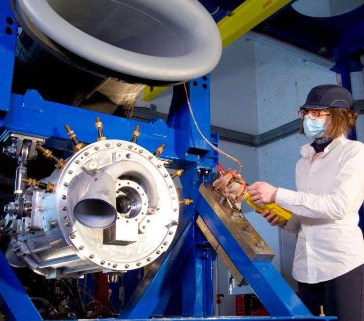 1623097985 876 Rolls Royce teste un puissant systeme de propulsion hybride electrique pour laviation
