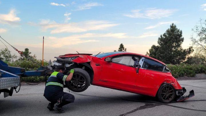 1624531686 27 Tesla Model 3 secrase et tombe a 30 metres de