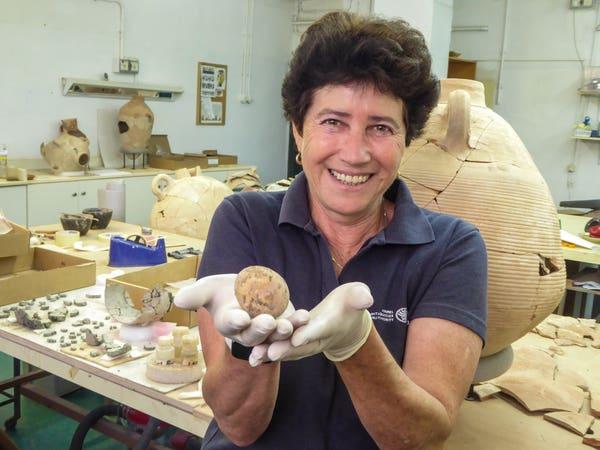 Des archeologues cassent accidentellement un oeuf intact il y a