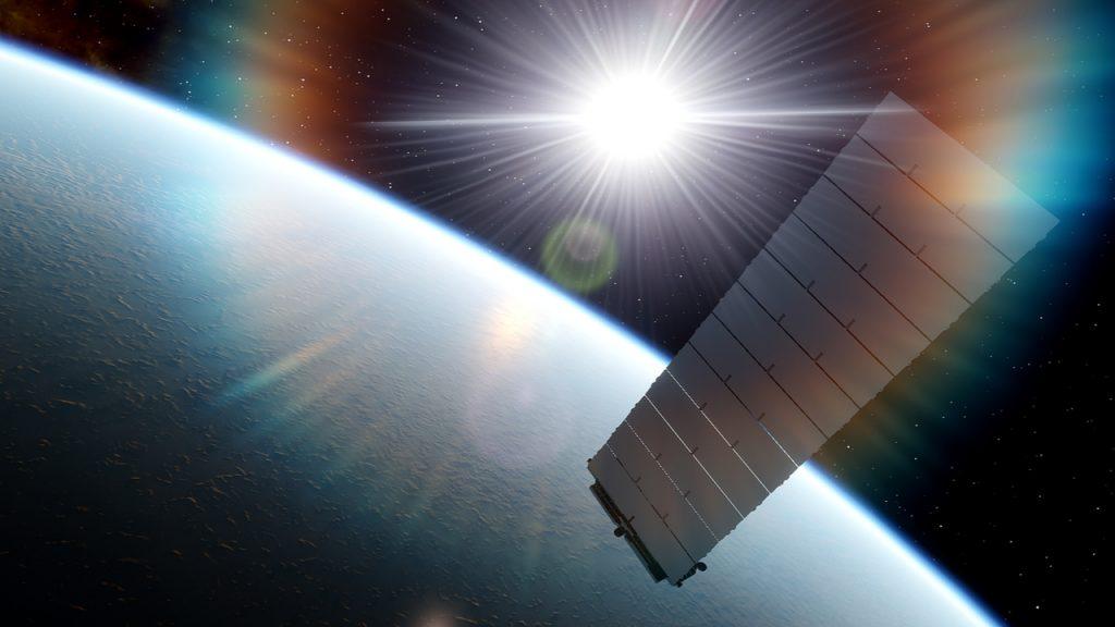 L'image montre l'arrière d'un satellite Starlink.  La rentrée des satellites dans l'atmosphère pourrait causer des problèmes à la couche d'ozone à l'avenir, selon les experts