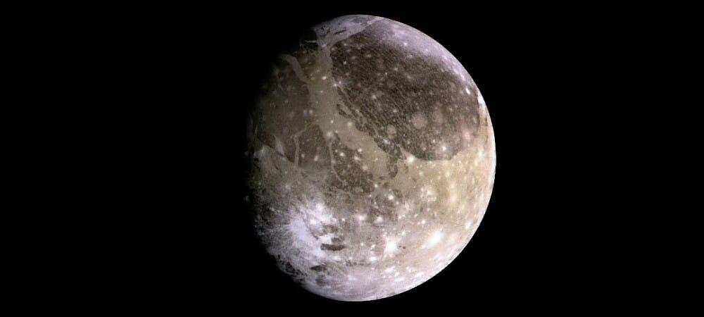 Ganymède, la plus grande lune du système solaire, photographiée par la sonde Galileo en 1996. Image : NASA