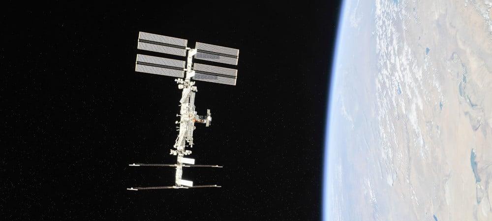 La Station spatiale internationale photographiée par des membres de l'Expédition 56 depuis une capsule Soyouz à son retour sur Terre