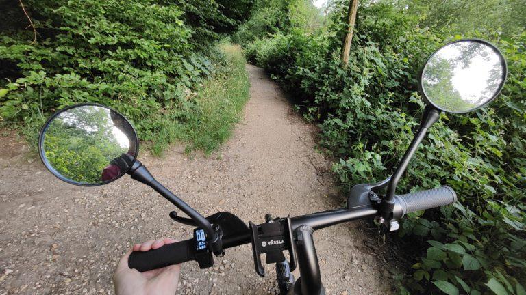Malgré le moteur pas trop puissant, le vélo Vässla maîtrise également les routes de gravier faciles.