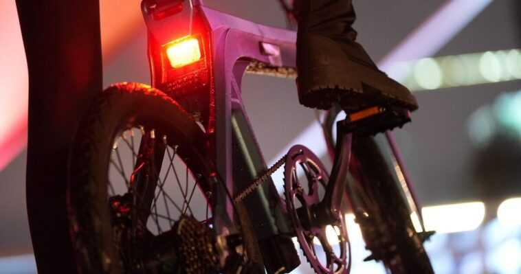 Ce Vélo électrique Avec 130 Kilomètres D'autonomie Est Le Compagnon