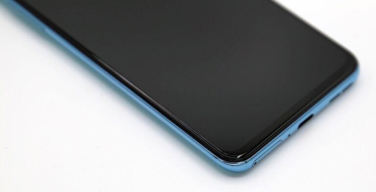 Le OnePlus Nord 2 est vraiment agréable à regarder.  (Photo : Sven Wernicke)