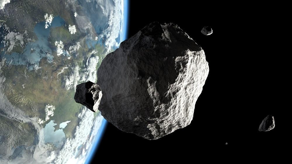 Les astéroïdes passent tout le temps près de la Terre, mais ceux qui présentent un risque réel de collision avec notre planète sont rares.  Image: Shutterstock