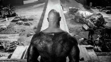Dwayne Johnson Partage Un Nouveau Regard Sur Son Costume Noir