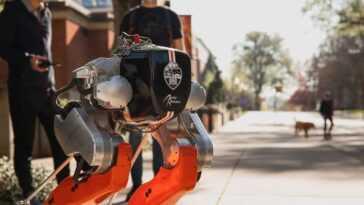 Regardez Cassie Le Robot Bipède Effectuer Une Course De 5