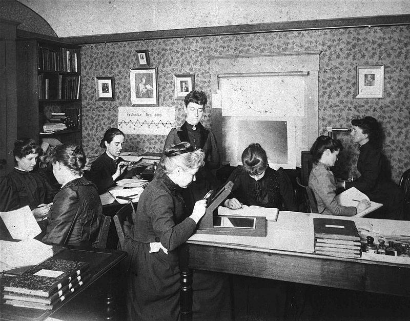 Harvard Computers, 1890. Au centre : Williamina Fleming