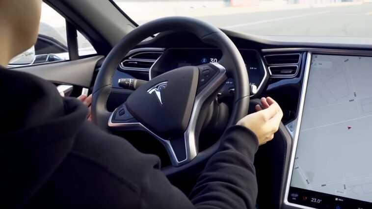 Le Pilote Automatique Des Voitures Tesla Fait L'objet D'une Enquête