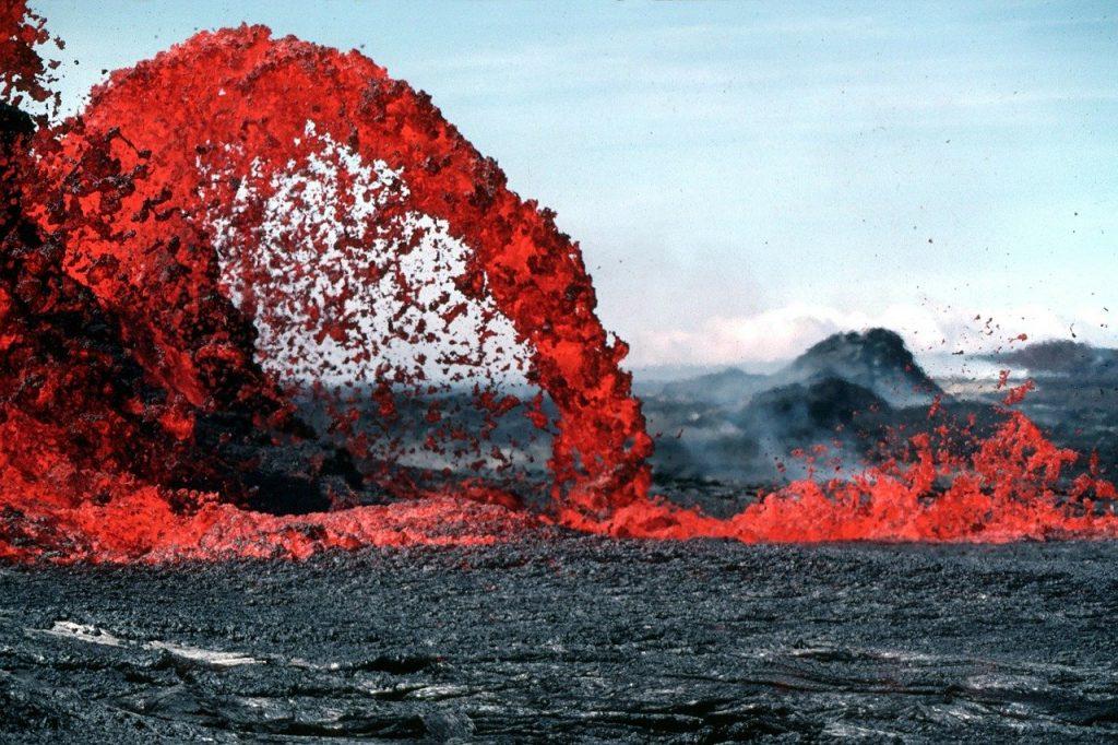 Un volcan en éruption