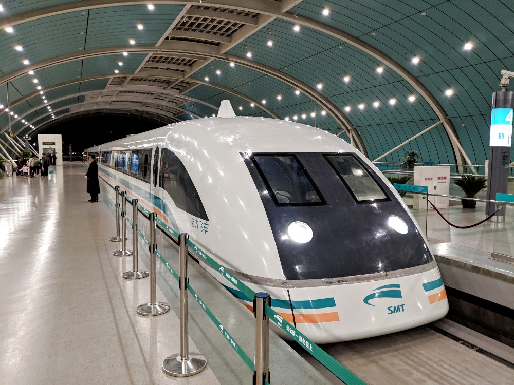 Imaginez une ligne en Chine, montrant le train magnétique - ou MagLev - qui offre des vitesses de transport plus rapides et des trajets plus courts
