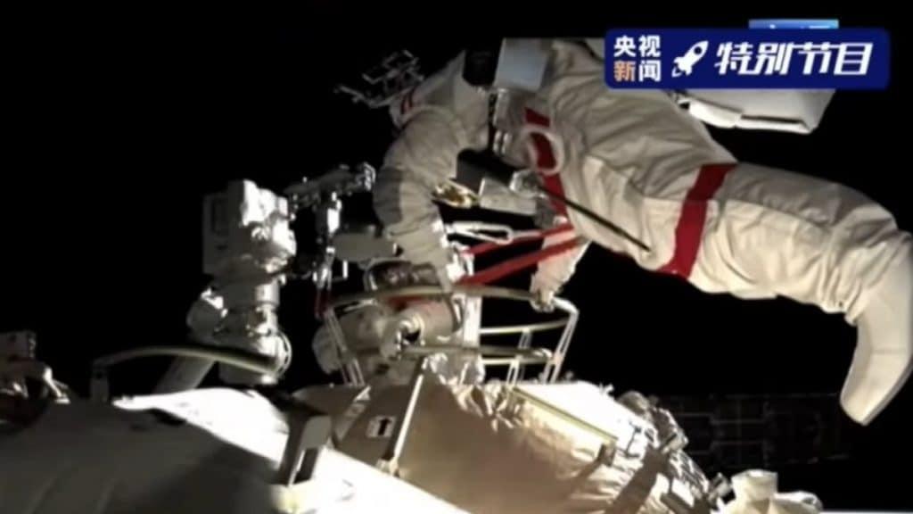Astronaute chinois lors d'une sortie dans l'espace