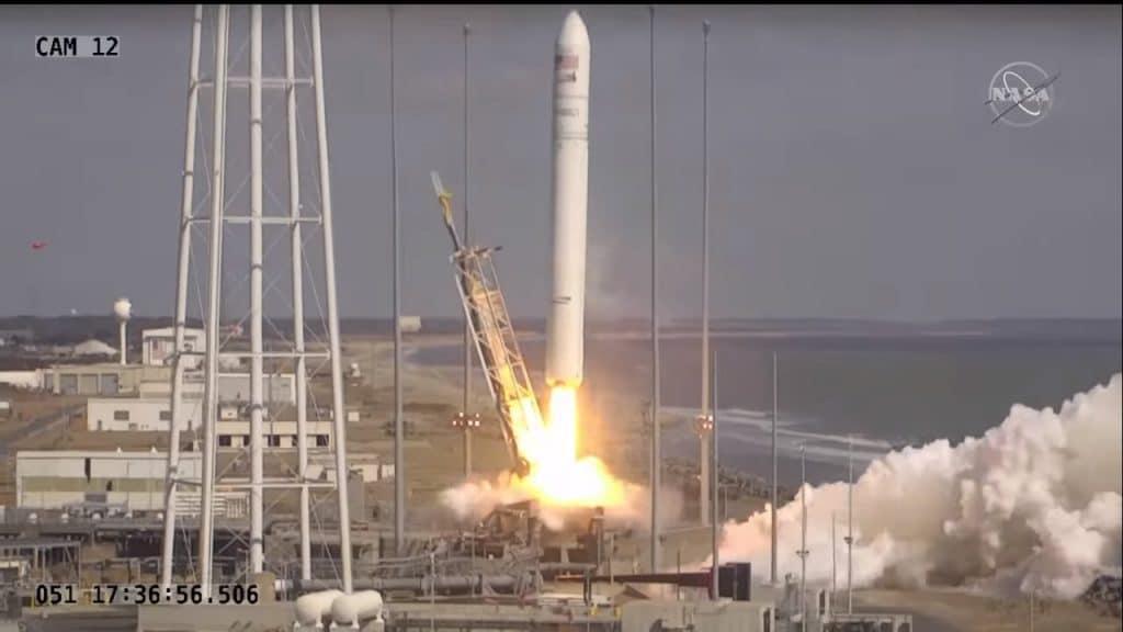 La fusée Antares décolle avec une capsule Cygnus lors de la mission CRS2 NG-15
