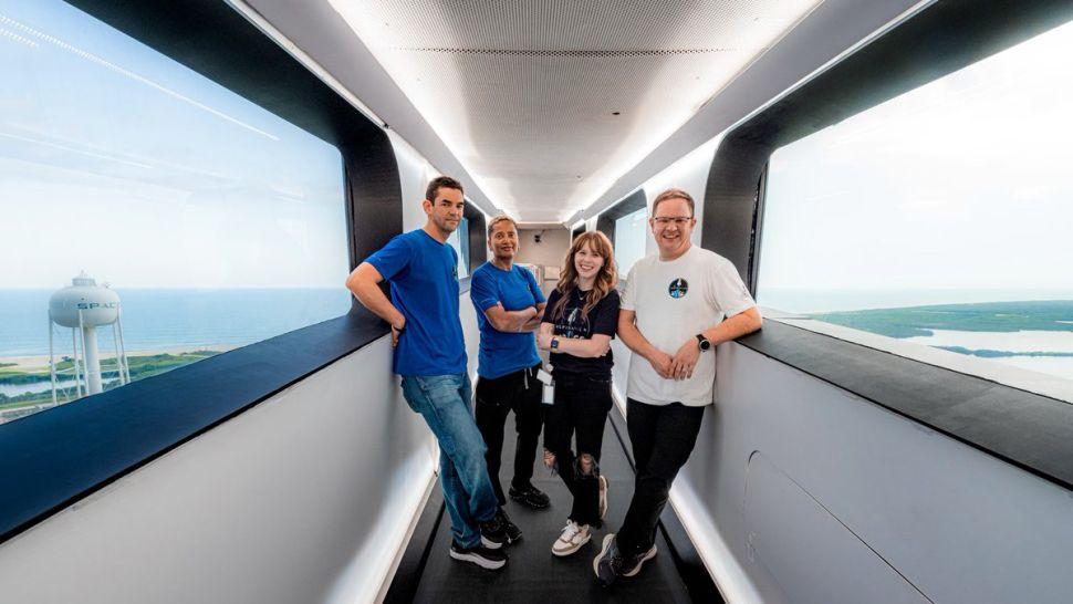 L'image montre l'équipage de la mission Inspiration4 de SpaceX, qui transportera des ingrédients de brassage dans l'espace et les ramènera aux enchères caritatives