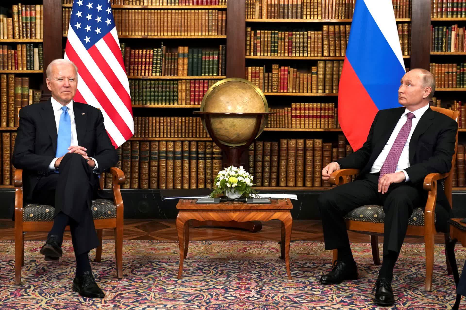 Le president Biden aurait rencontre Cook Nadella et dautres leaders