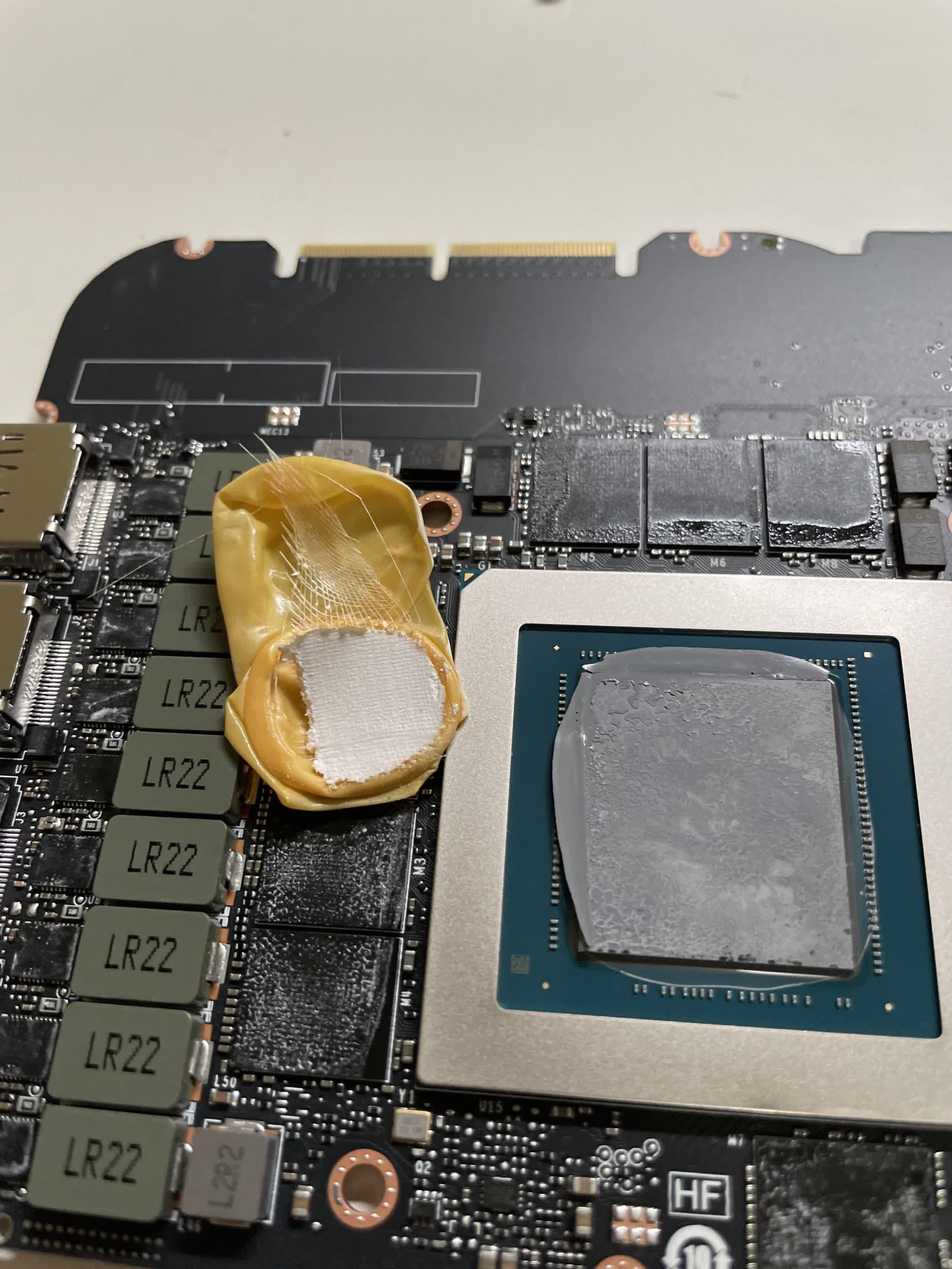 Le proprietaire de Nvidia RTX 3090 trouve un gant de