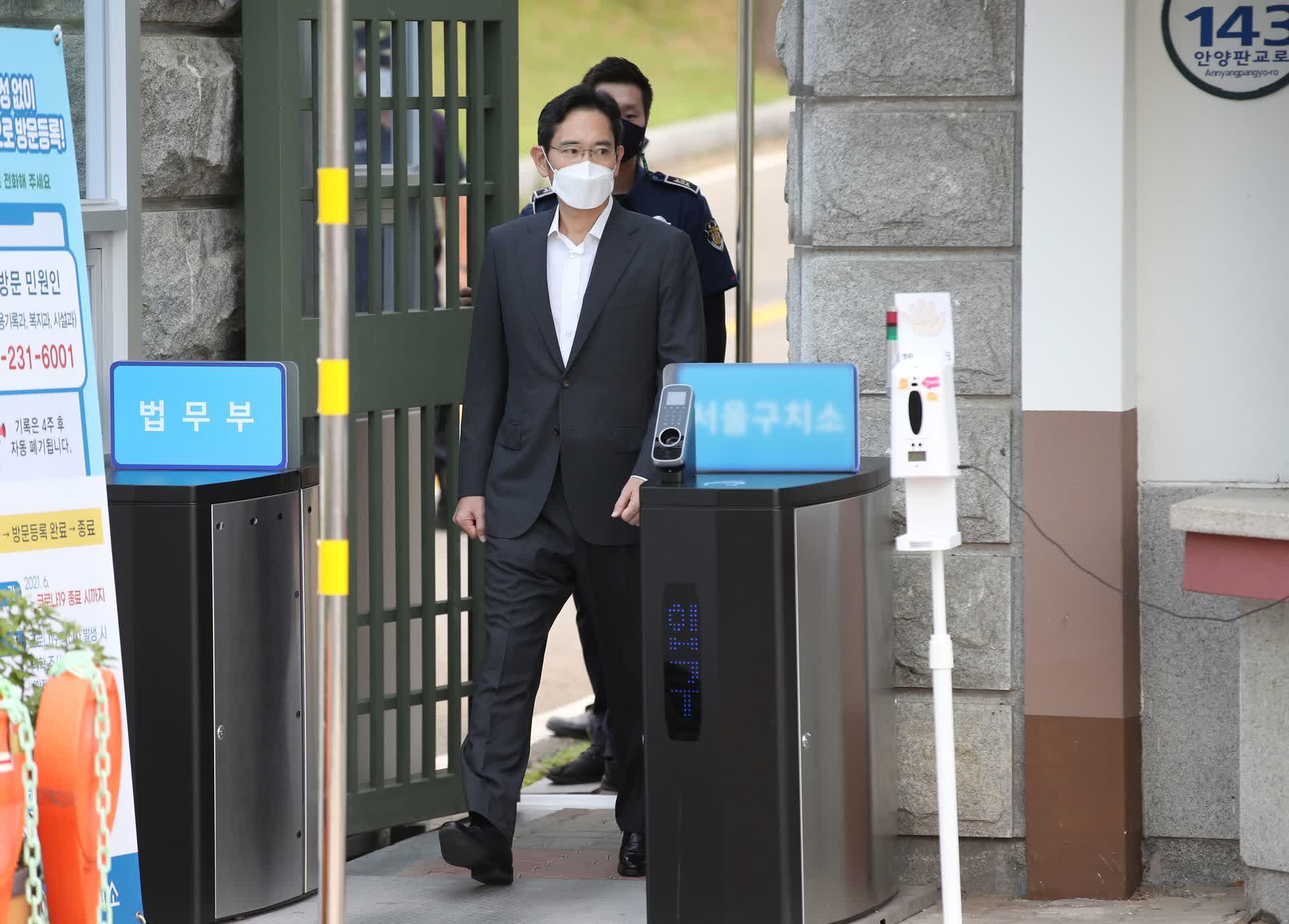 Le vice president de Samsung sort de prison et retourne a