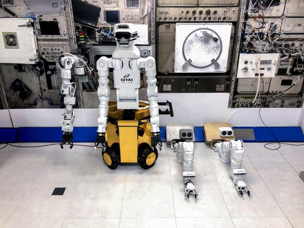 SpaceX donne un coup de main mecanique aux astronautes de