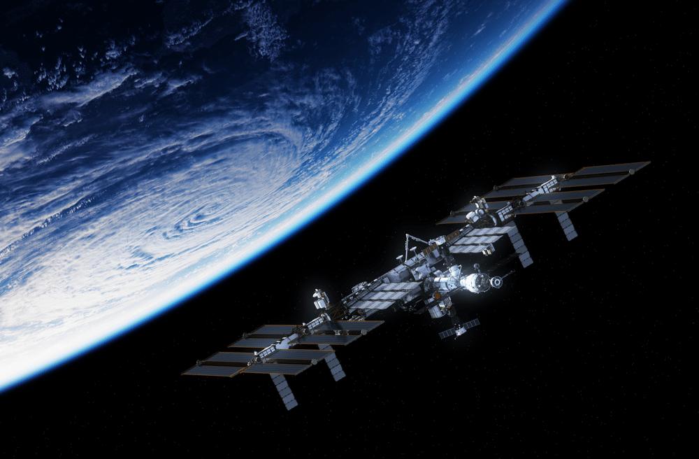 L'image de la NASA montre l'ISS près de la Terre.  La NASA étudie des moyens de fermer la station lorsque sa mission sera terminée.