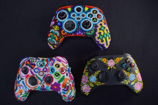 Voici à quoi ressemblent les 3 manettes Xbox avec l'art indigène du Mexique