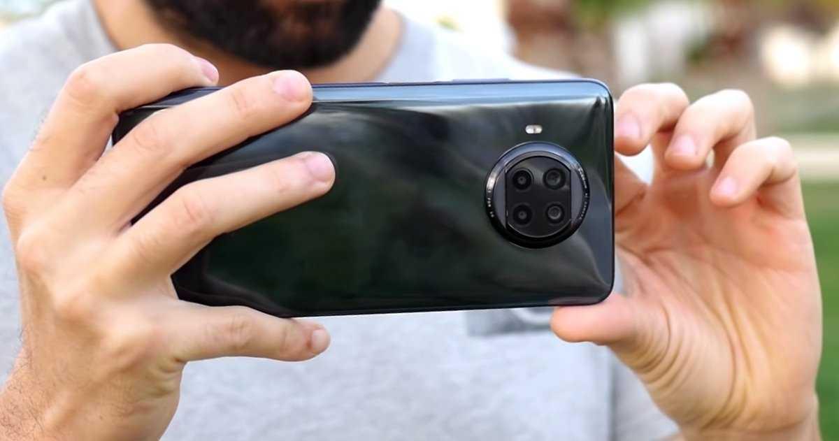 Le Xiaomi Mi 10T Lite 5G tenu en main
