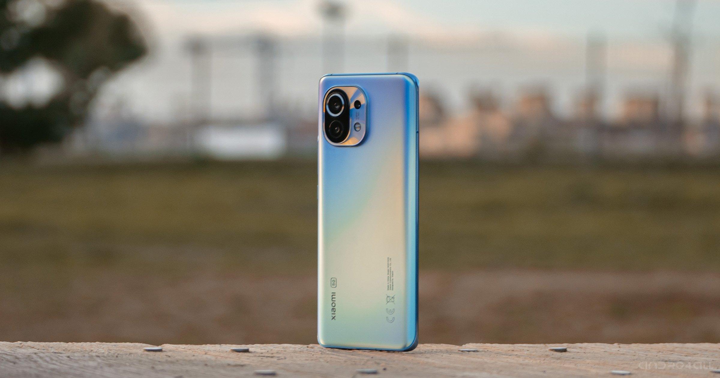 Arrière du Xiaomi Mi 11 en bleu