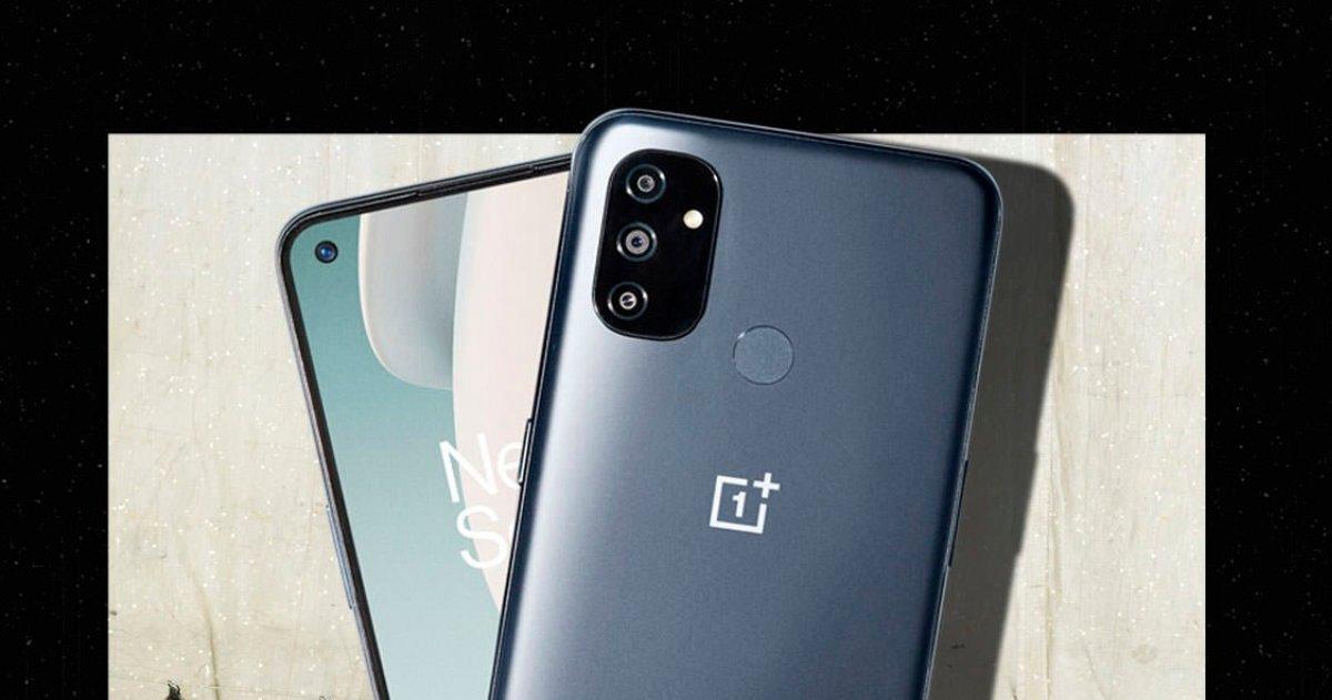 Mobile OnePlus N100 de couleur chrome brillant